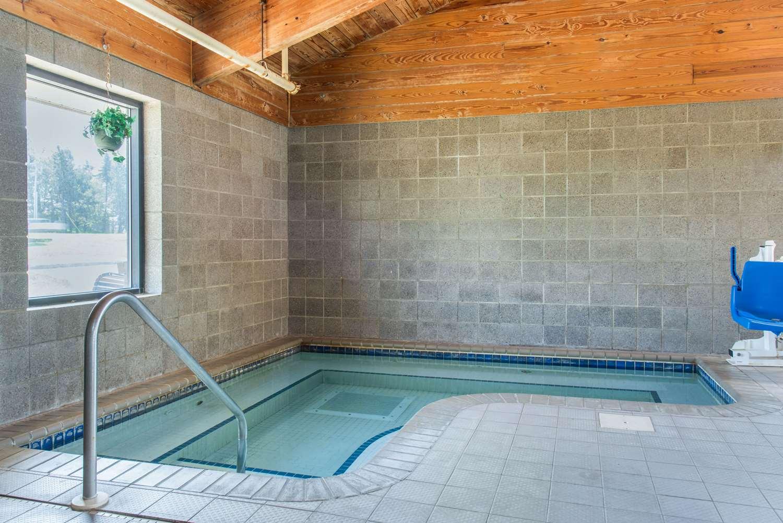Pool - Quality Inn & Suites New Prague