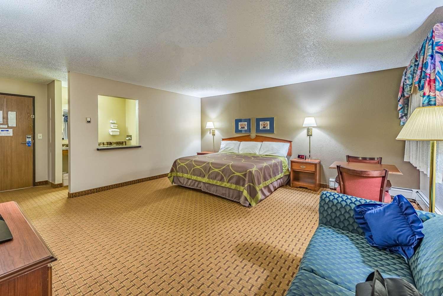 Suite - Rodeway Inn Saint Joseph
