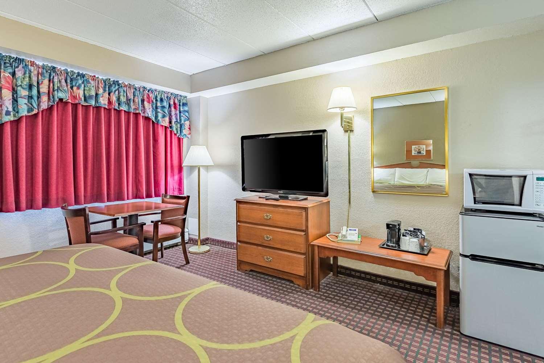 Room - Rodeway Inn Saint Joseph
