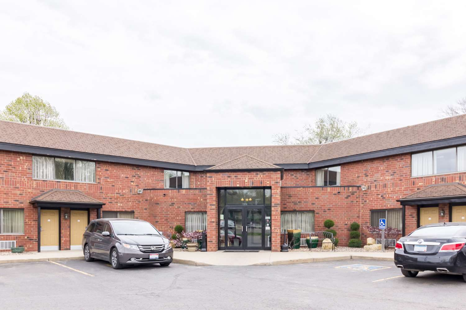 Exterior view - Quality Inn & Suites Rochester