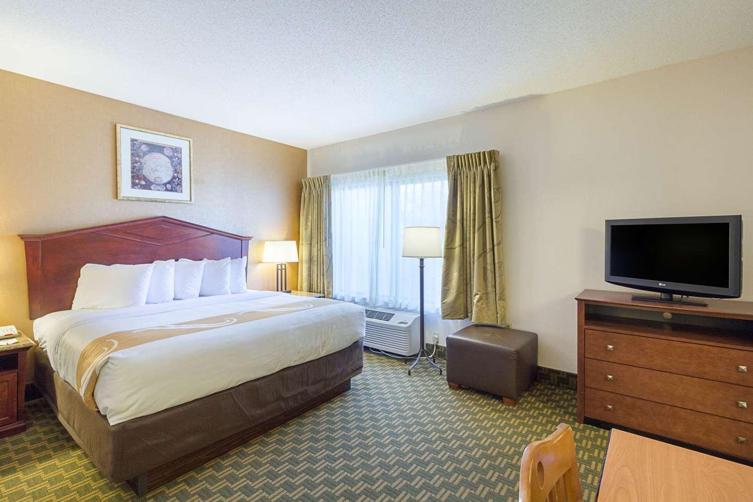 Suite - Quality Inn Fairmont