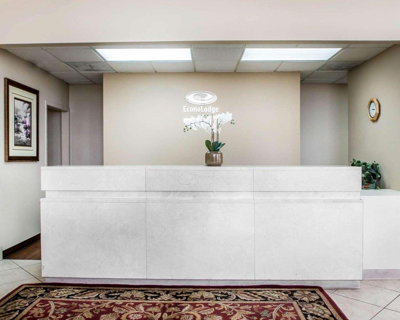 Lobby - Econo Lodge East Springfield