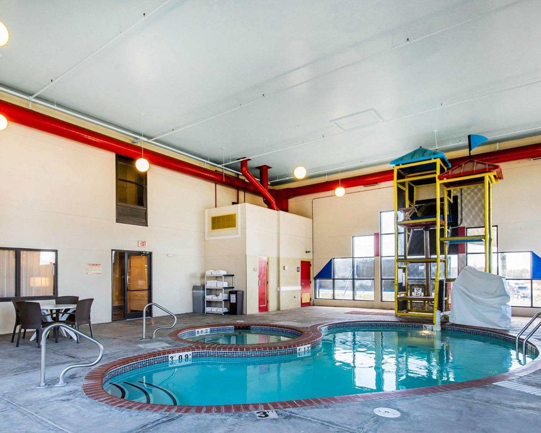 Pool - Quality Inn Cameron