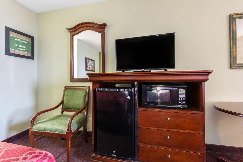 Room - Econo Lodge Branson