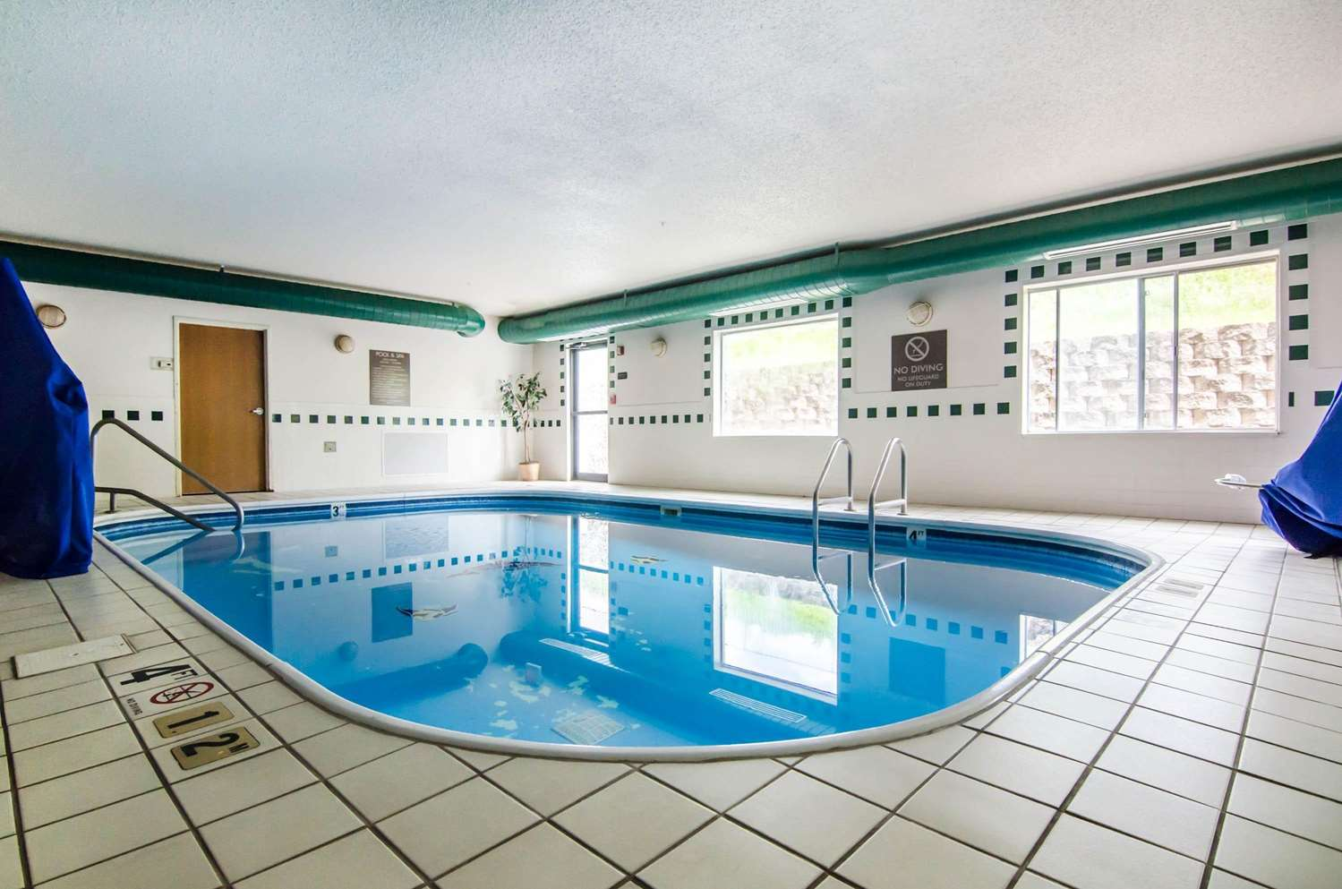 Pool - Quality Suites St Joseph