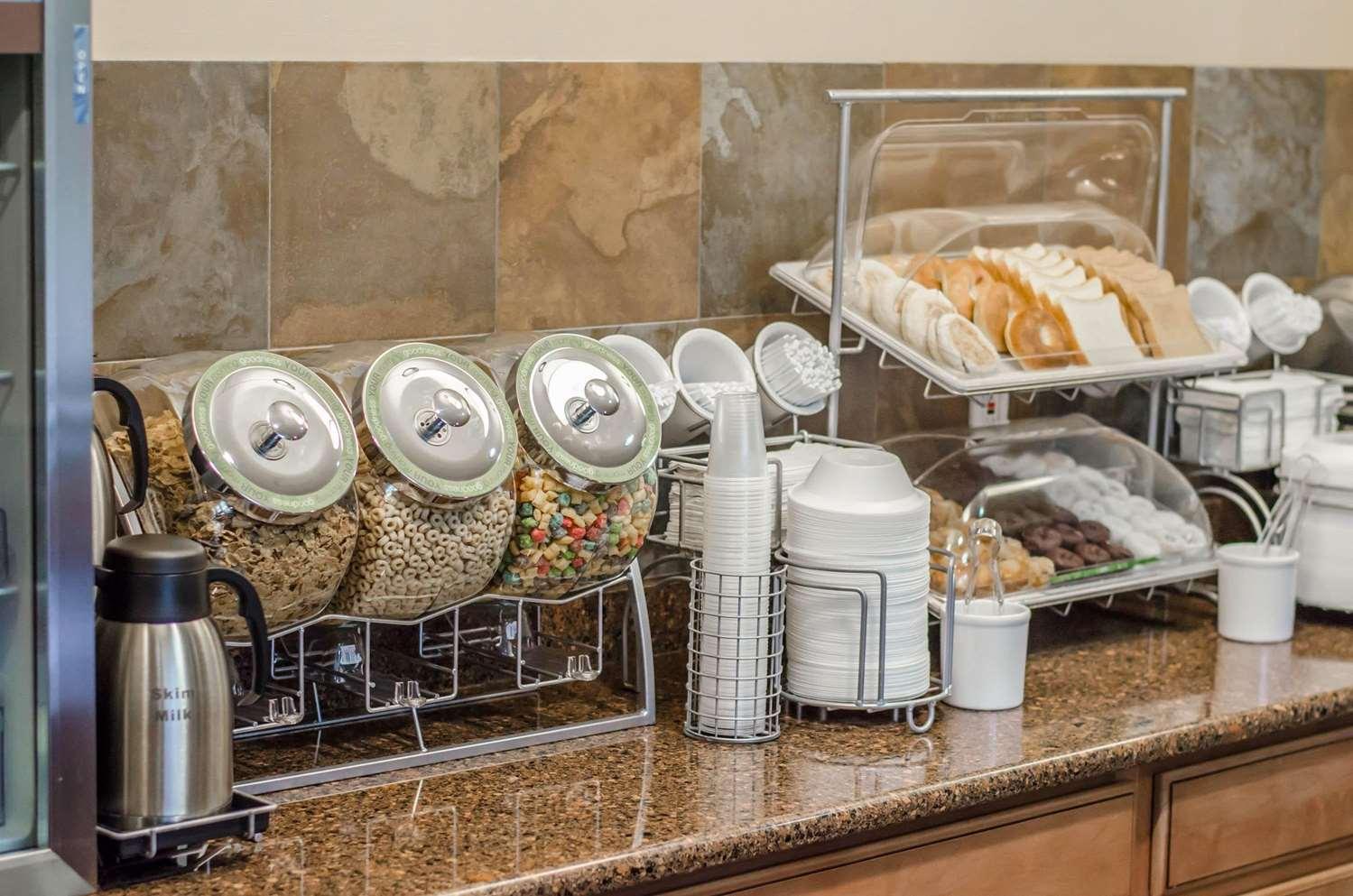 Restaurant - Quality Suites St Joseph