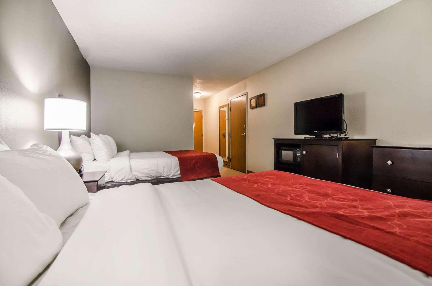 Room - Quality Suites St Joseph