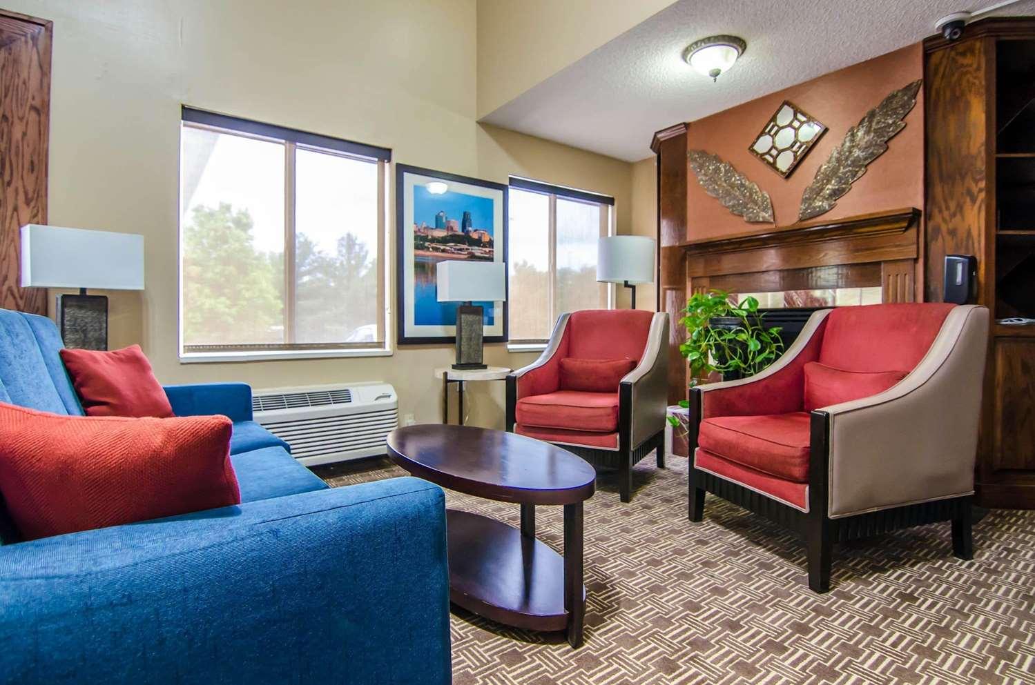 Lobby - Quality Suites St Joseph