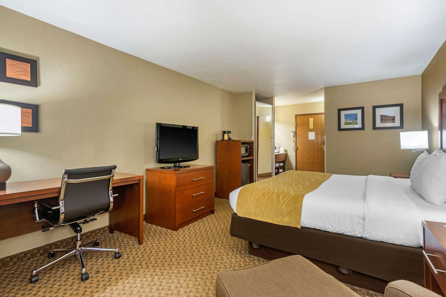 Room - Comfort Inn & Suites North Springfield
