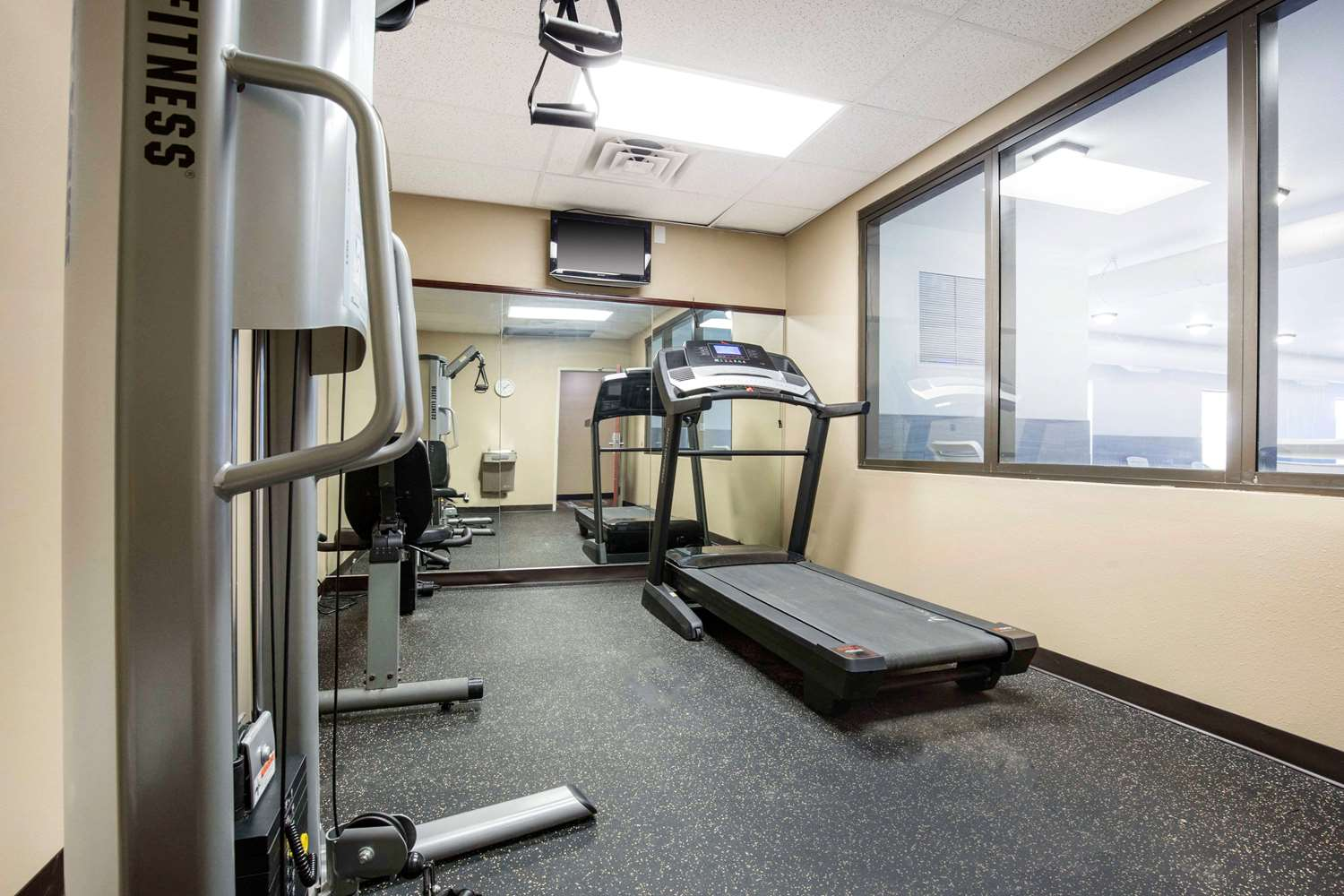 Fitness/ Exercise Room - Quality Inn & Suites Arnold