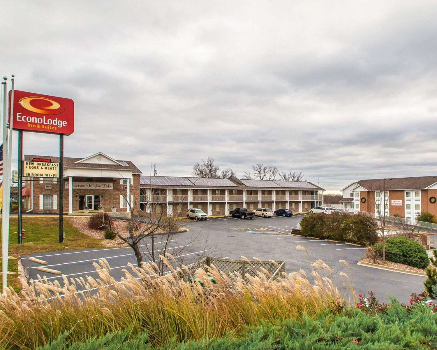 econo lodge inn suites osage beach mo see discounts. Black Bedroom Furniture Sets. Home Design Ideas