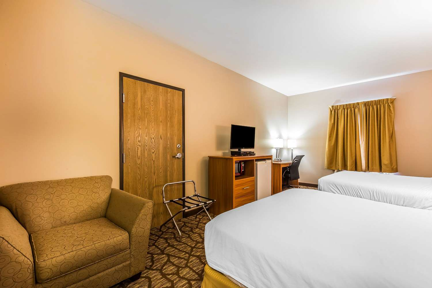 Room - Quality Inn & Suites Southwest Springfield