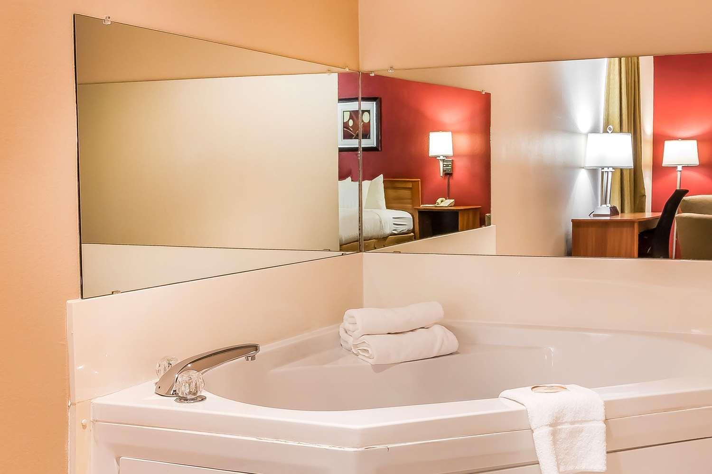 Suite - Quality Inn & Suites Southwest Springfield