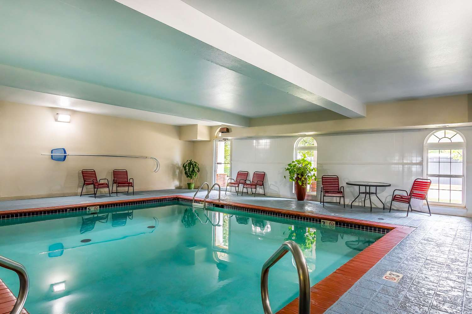 Pool - Quality Inn & Suites Southwest Springfield