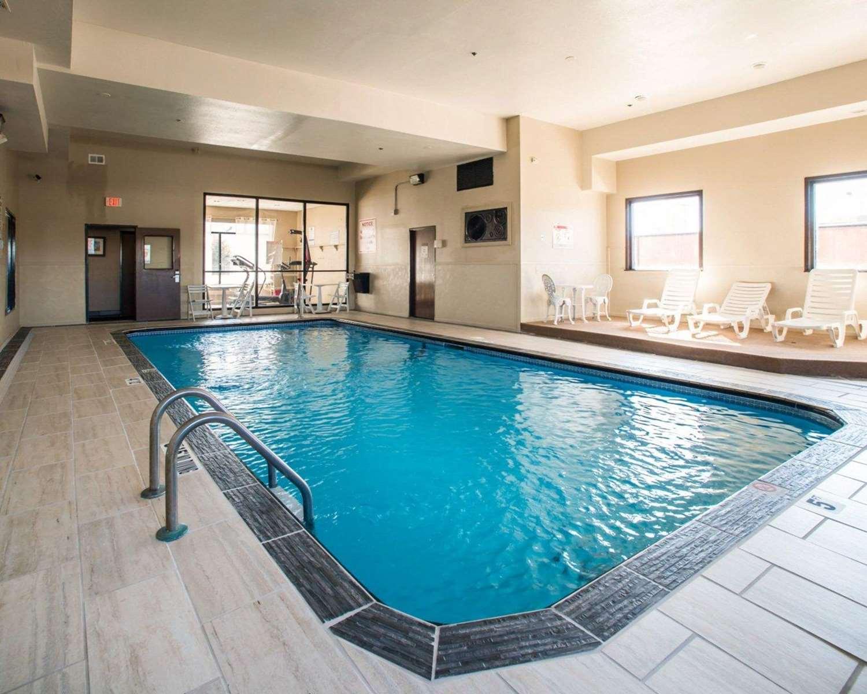 Pool - Comfort Inn & Suites Hazelwood