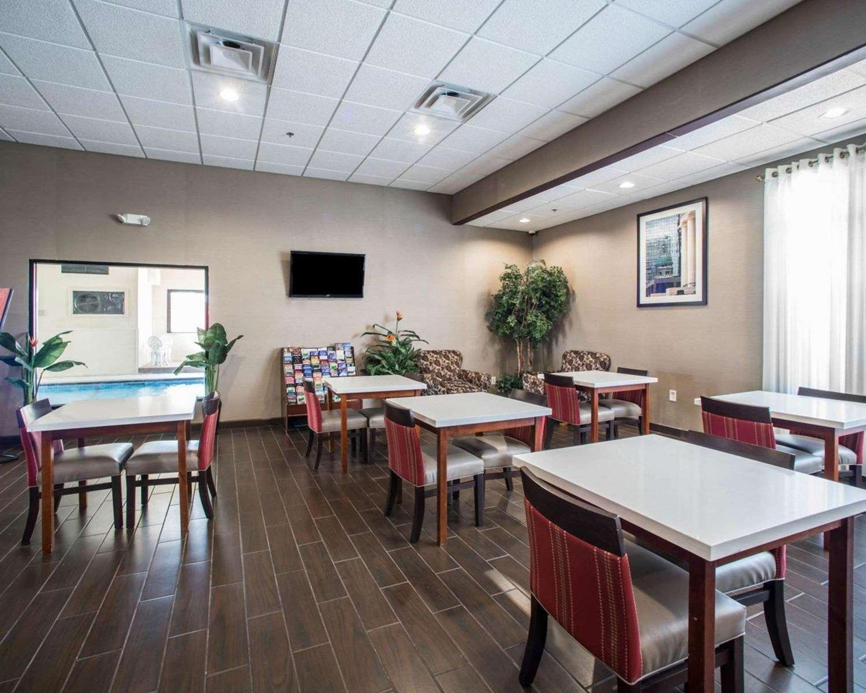Restaurant - Comfort Inn & Suites Hazelwood