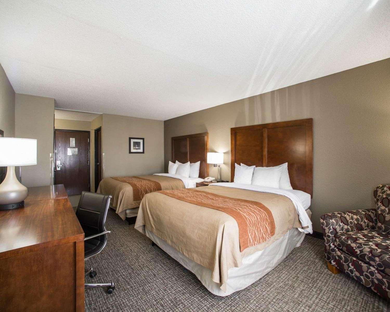 Room - Comfort Inn & Suites Hazelwood