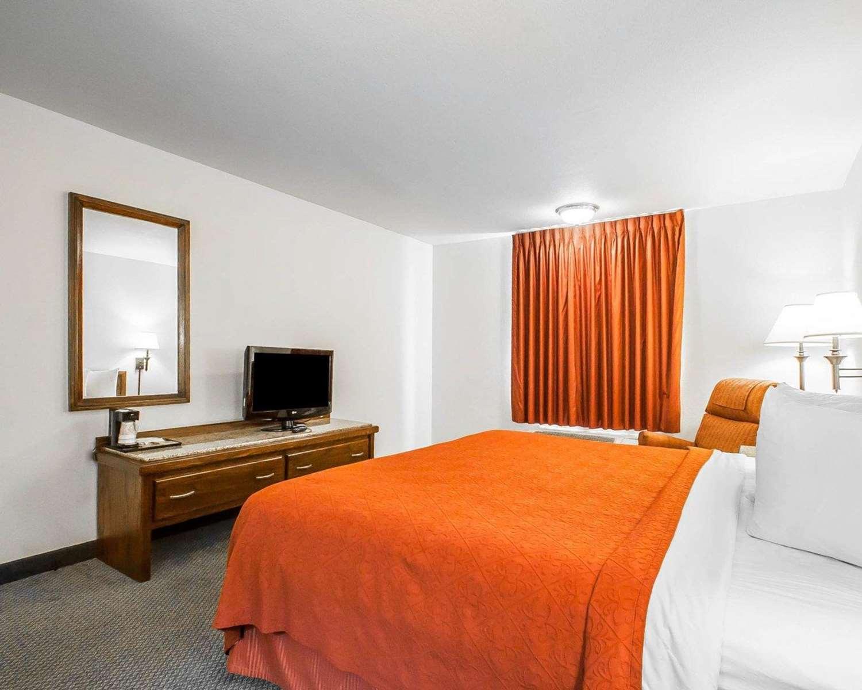 Room - Quality Inn & Suites North Glenstone Springfield