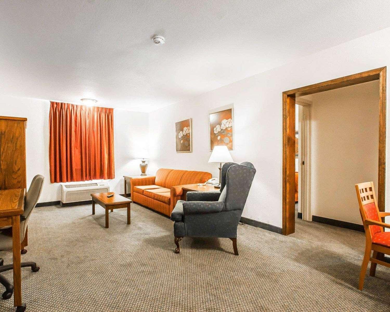 Suite - Quality Inn & Suites North Glenstone Springfield