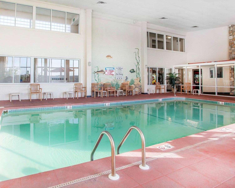 Pool - Quality Inn Lake Ozark