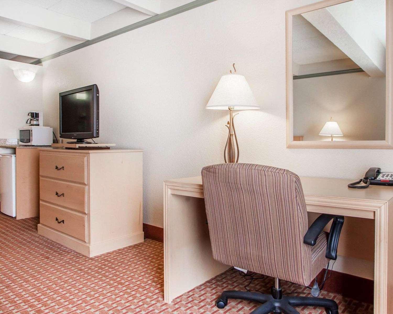 Room - Quality Inn Lake Ozark
