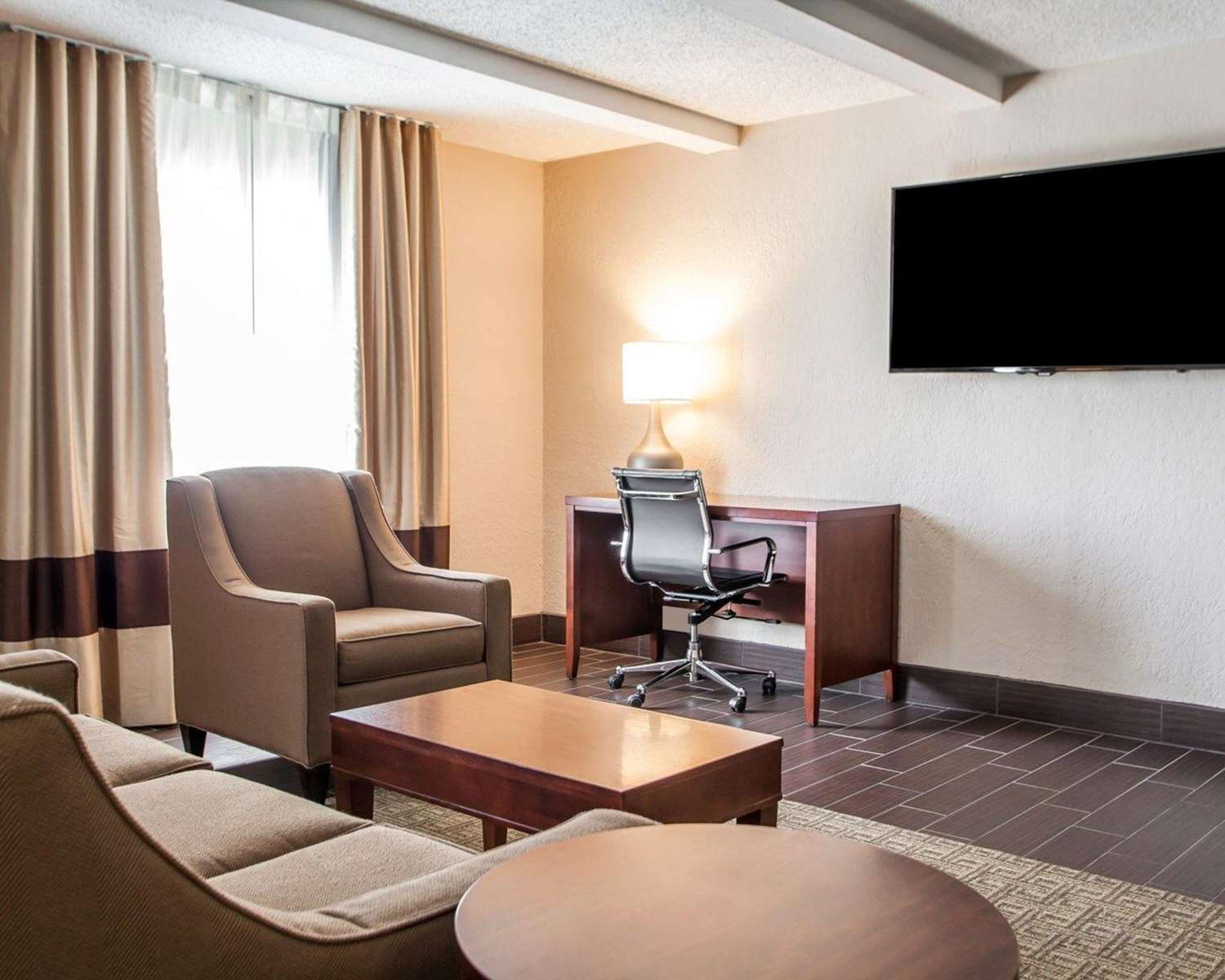 Suite - Comfort Inn Conference Center Maryland Heights