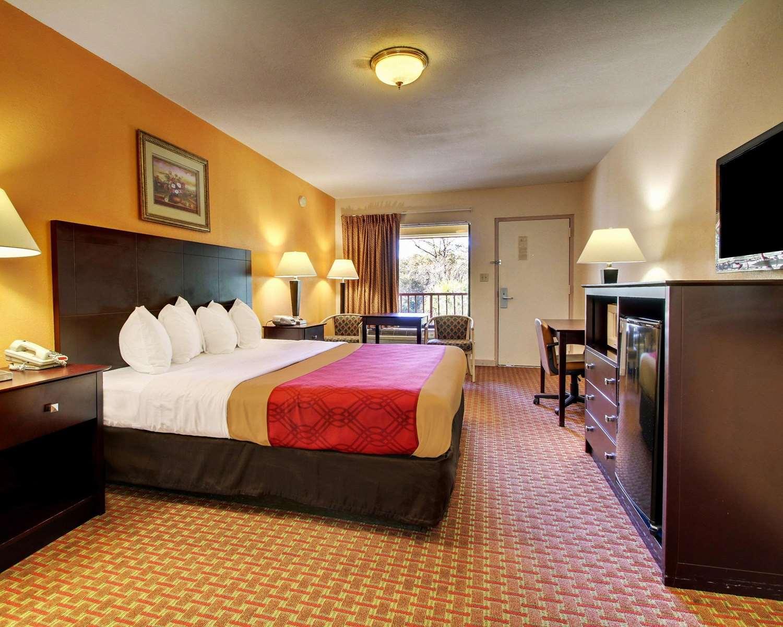 Room - Econo Lodge Biloxi