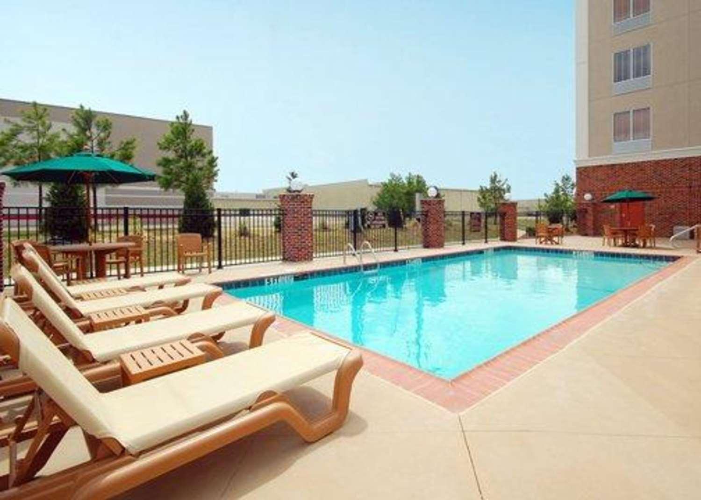 Pool - Comfort Suites Airport Flowood