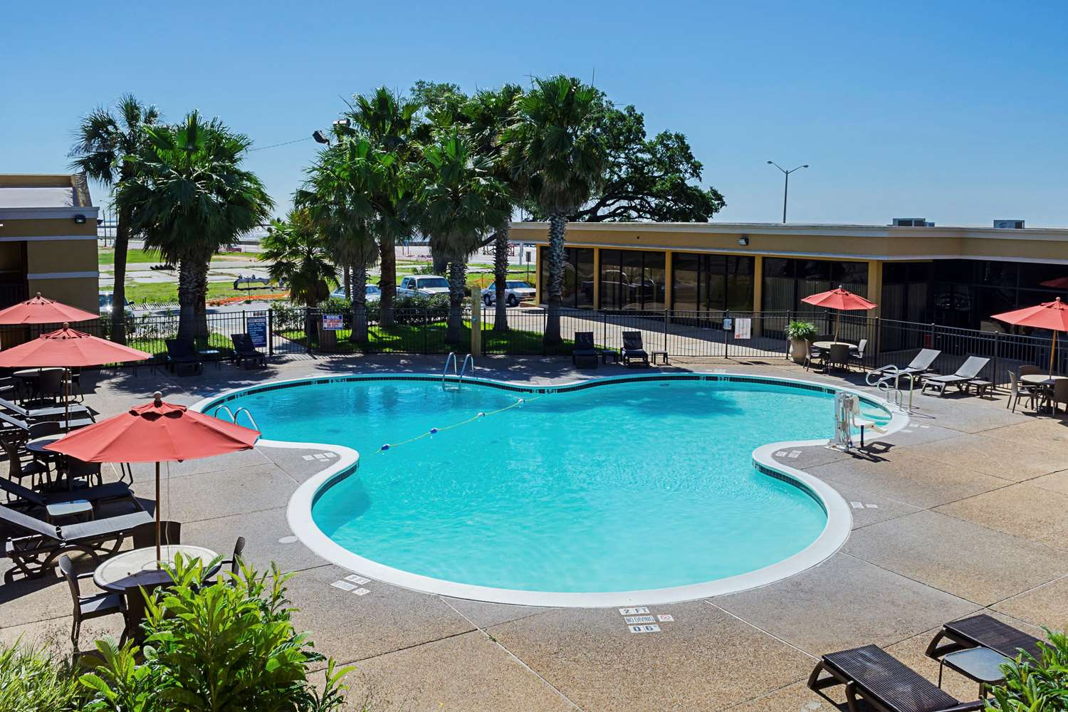 Pool - Quality Inn Beach Biloxi
