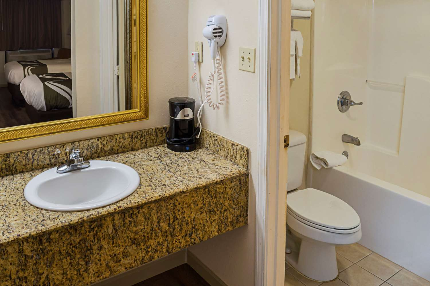Suite - Quality Inn Beach Biloxi