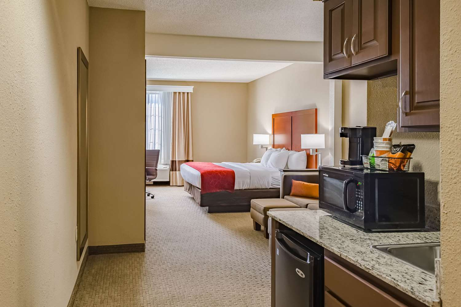 Room - Comfort Suites Hattiesburg