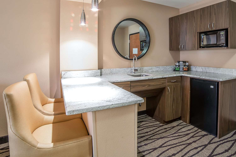 Suite - Comfort Inn & Suites Great Falls Airport