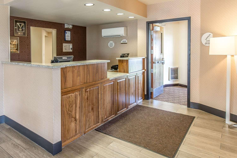 Lobby - Comfort Inn & Suites Great Falls Airport