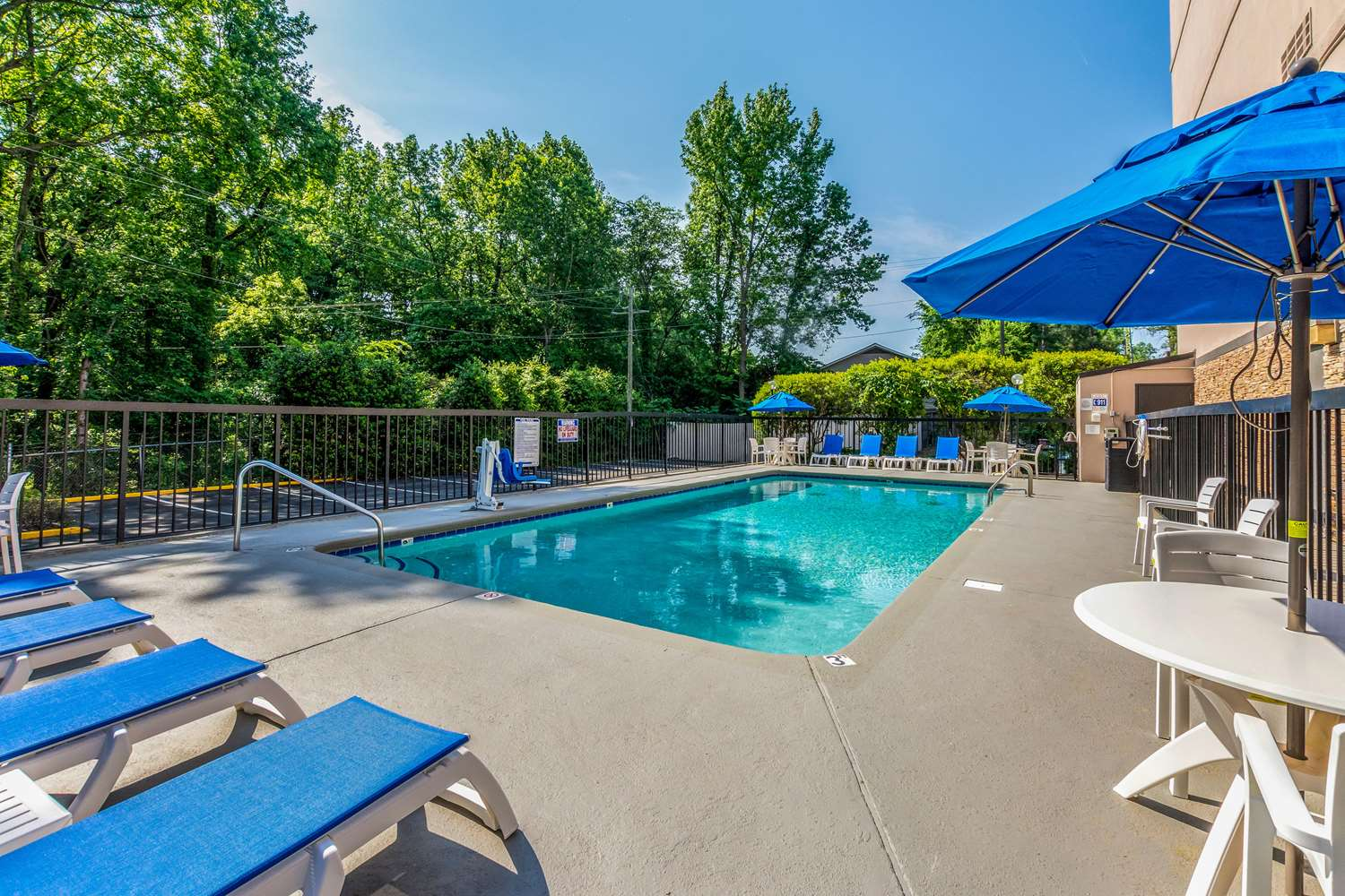Pool - Comfort Inn Executive Park Charlotte