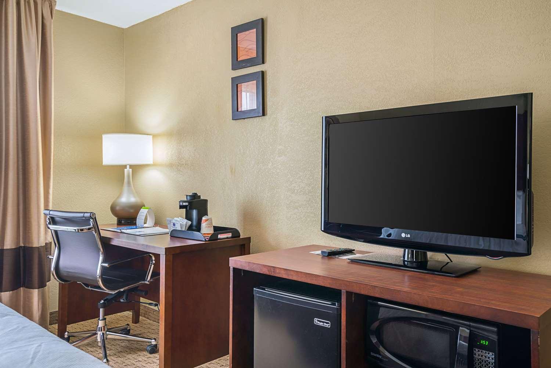 Room - Comfort Inn Rocky Mount