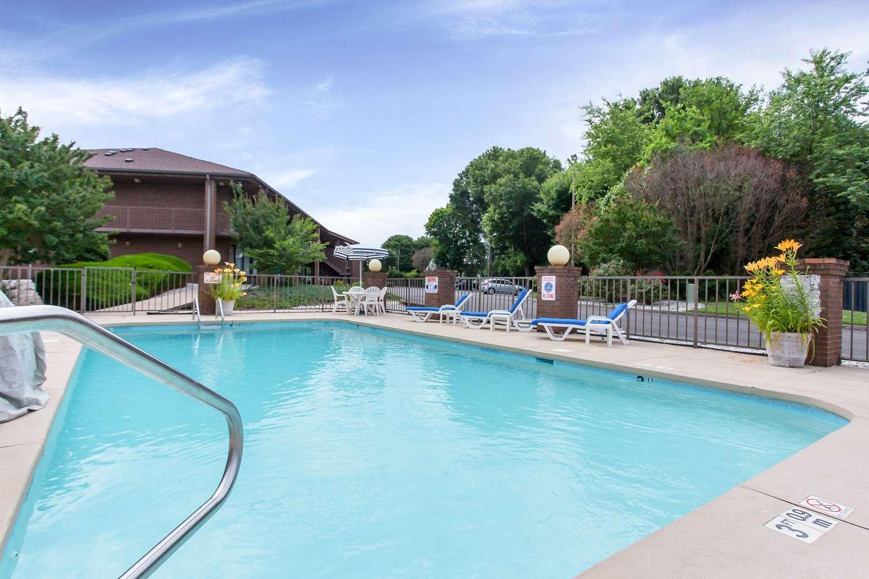Pool - Quality Inn Mt Airy