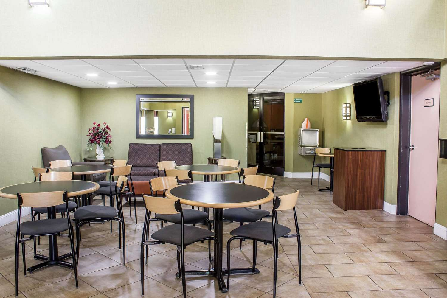 Restaurant - Quality Inn Selma