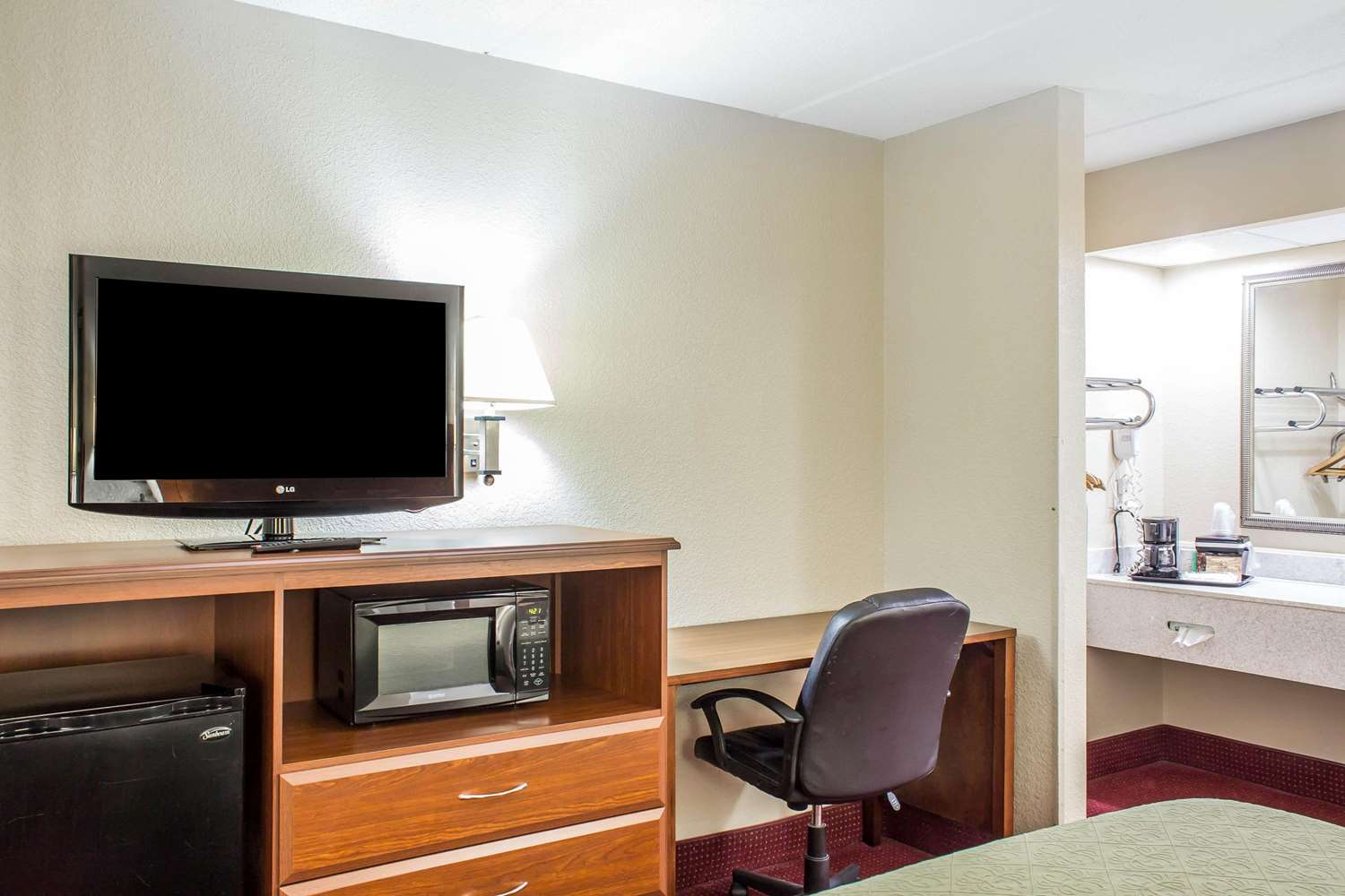 Room - Quality Inn Selma
