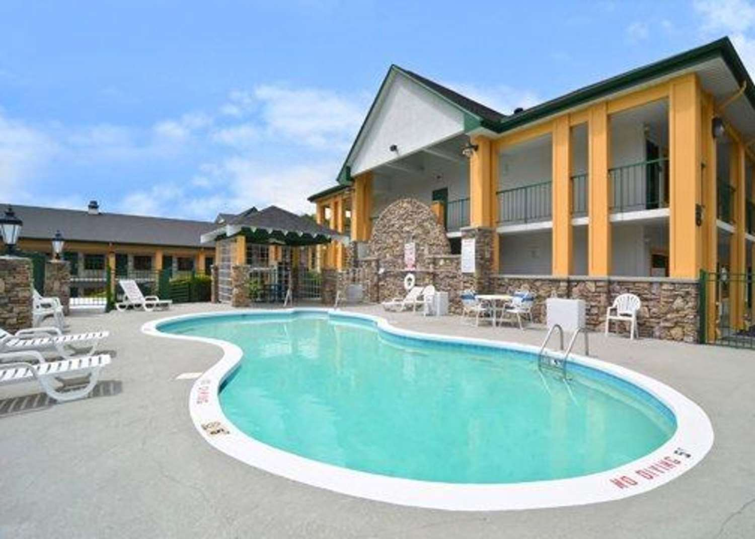 Pool - Quality Inn & Suites Asheville