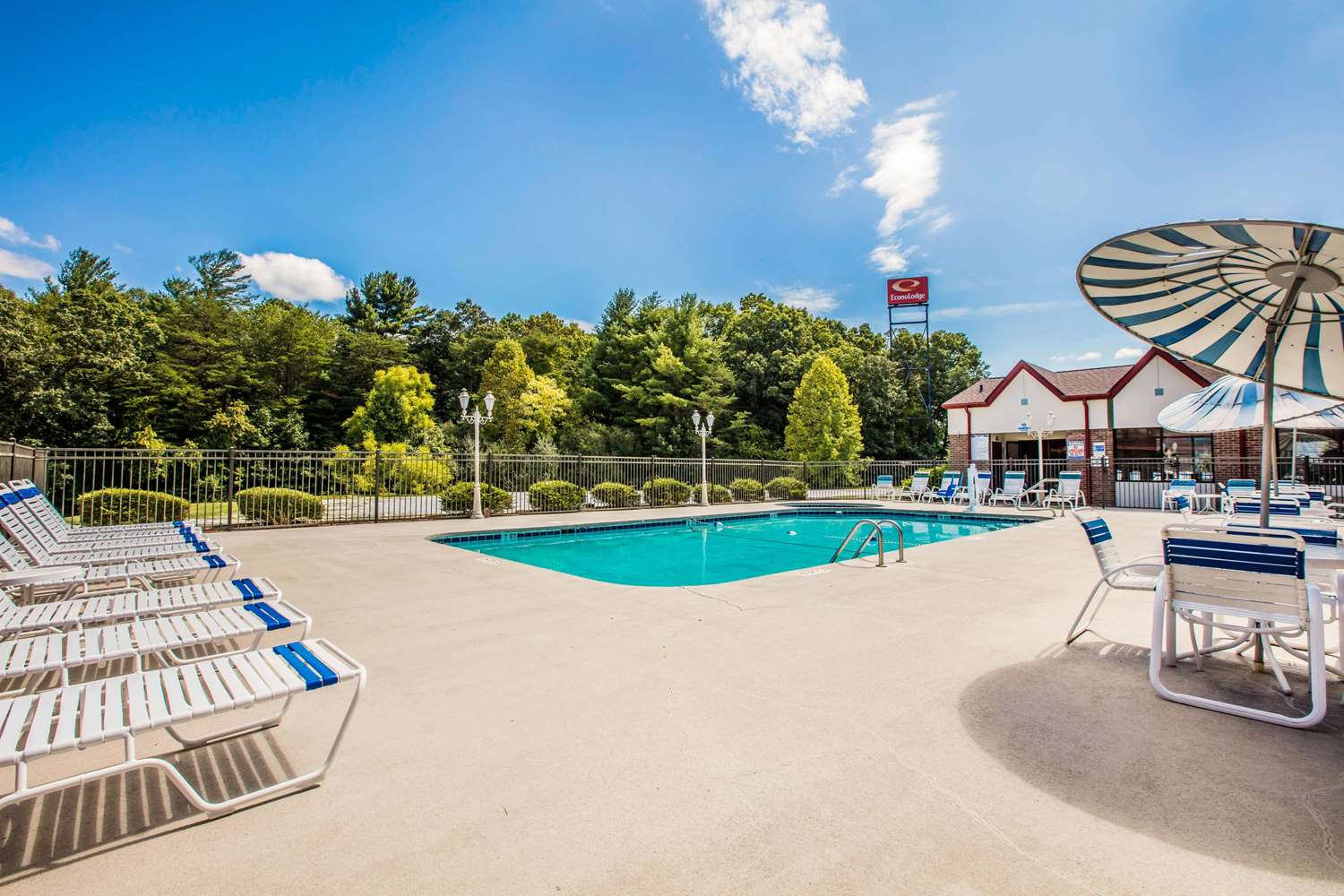 Pool - Econo Lodge Asheville Airport Fletcher