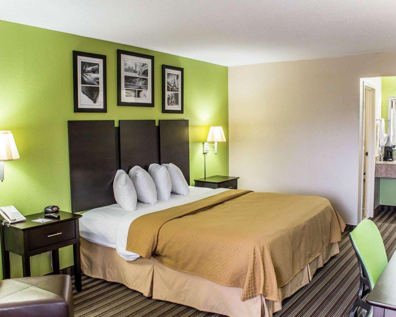 Room - Quality Inn Kenly