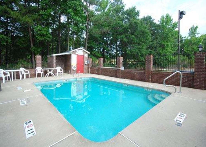 Pool - Quality Inn Kenly