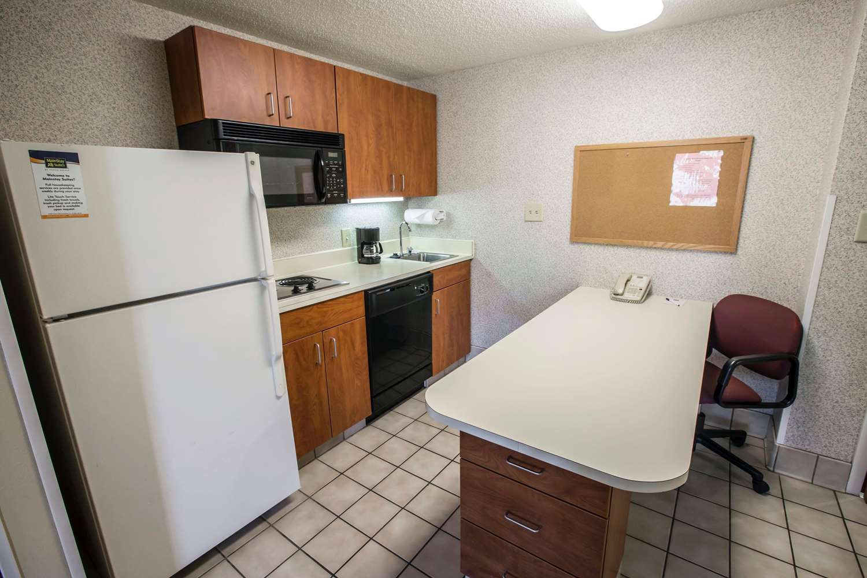 Room - MainStay Suites Wilmington