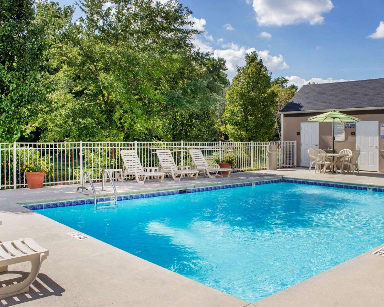 Pool - Sleep Inn & Suites Jacksonville