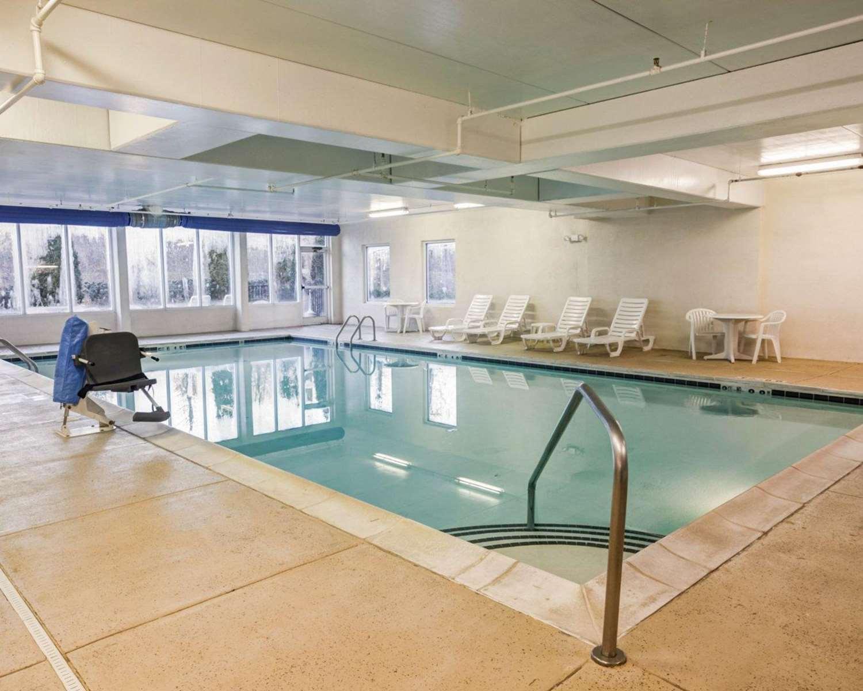 Pool - Comfort Suites Airport Charlotte