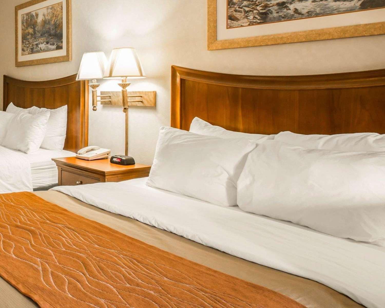 Room - Rodeway Inn & Suites Cherokee