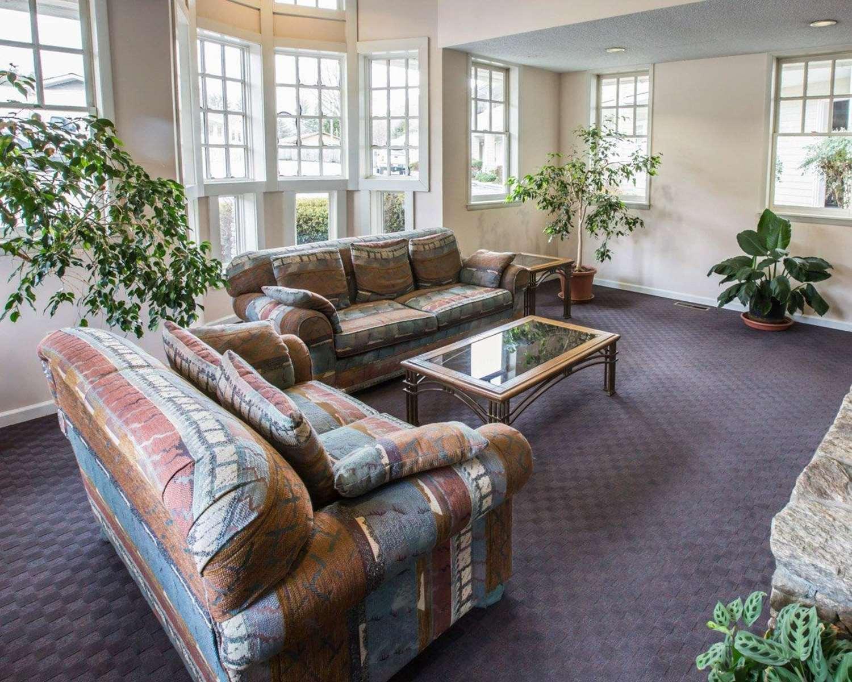 Lobby - Rodeway Inn & Suites Cherokee