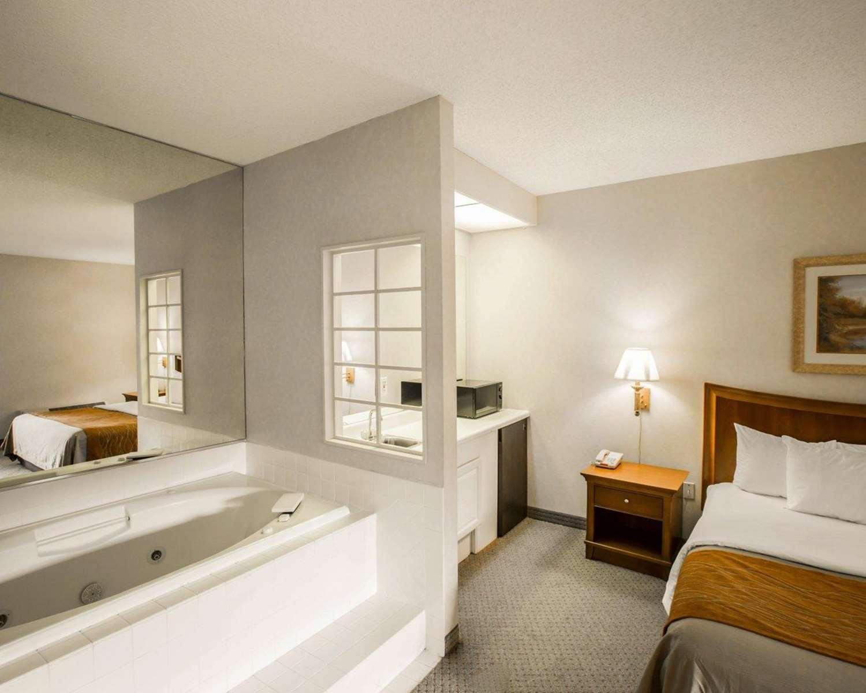 Suite - Rodeway Inn & Suites Cherokee