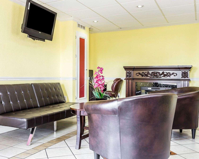 Lobby - Econo Lodge East Matthews