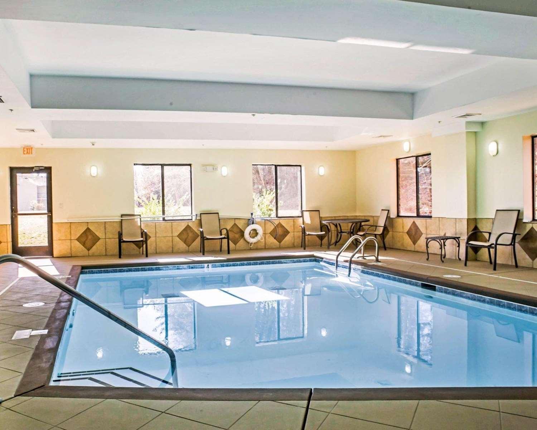 Pool - Comfort Suites Greensboro
